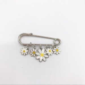 Coach Daisy Flower Pin